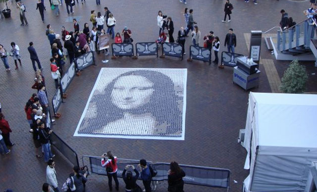 Mona Lisa replica created with 3604 cups of coffee was 20 feet high by 13 feet wide.